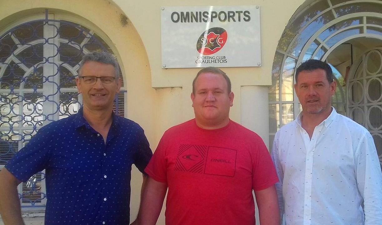 Loftus Smit entouré ci-dessus d'Eric Montels (co-président) et Jean-Marc Aué (entraîneur-manager)